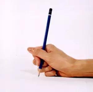 八种错误握笔姿势-拳头型