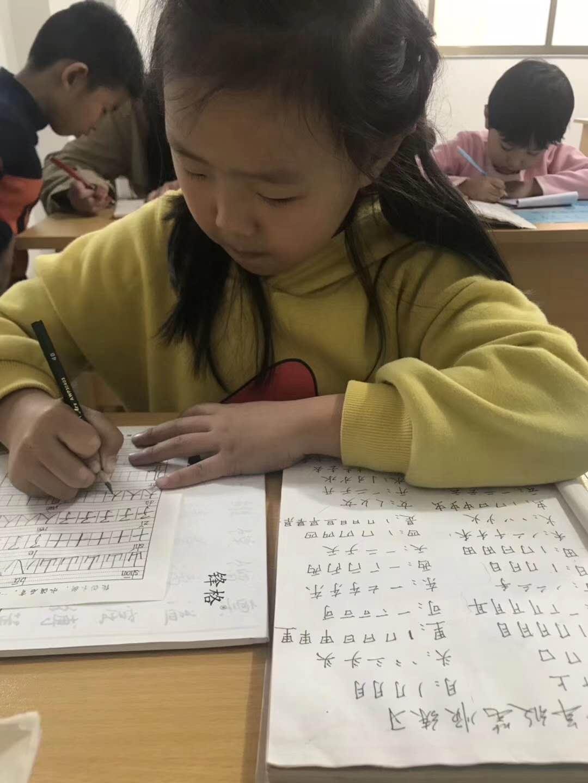 女生写字好看的技巧