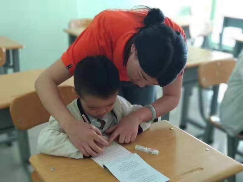 锋格练字老师用爱心呵护,用真心交流