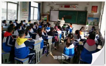 锋格五天练字老师走进学校授课